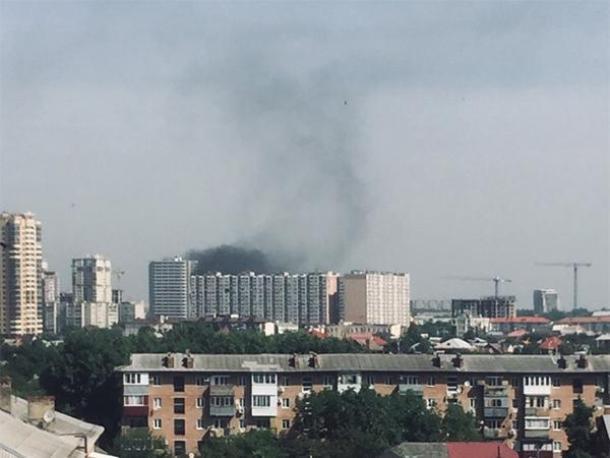 Строящаяся многоэтажка загорелась в Краснодаре