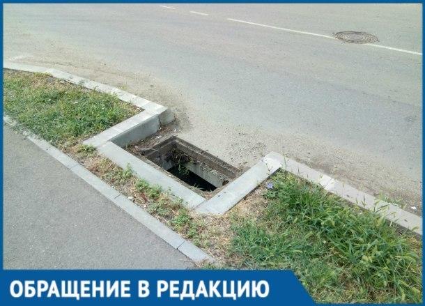На целой улице в Краснодаре пропали решетки ливневки