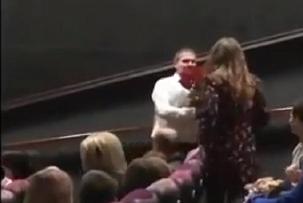 Последствия 14 февраля: вышла невестой из кинотеатра девушка в Краснодаре