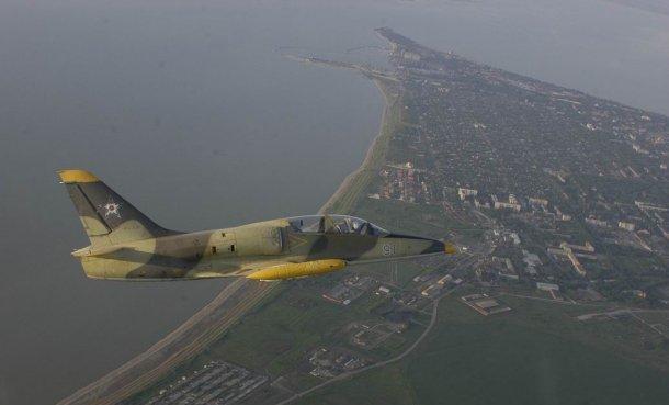 К поискам пилотов разбившегося в Ейском районе самолета подключат авиацию и водолазов