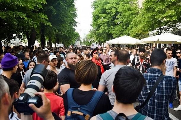 Краснодарцы организовали шествие против пенсионной реформы: их автобусами отвозят в полицию