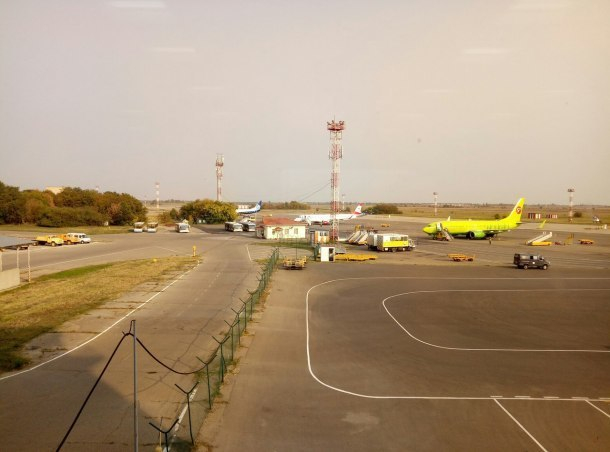 Самолет из-за авиадебошира экстренно сел в Краснодаре