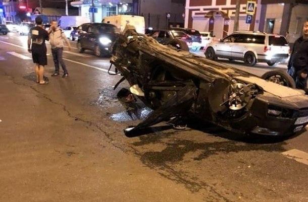 Гонщик устроил массовое ДТП вКраснодаре, два человека погибли