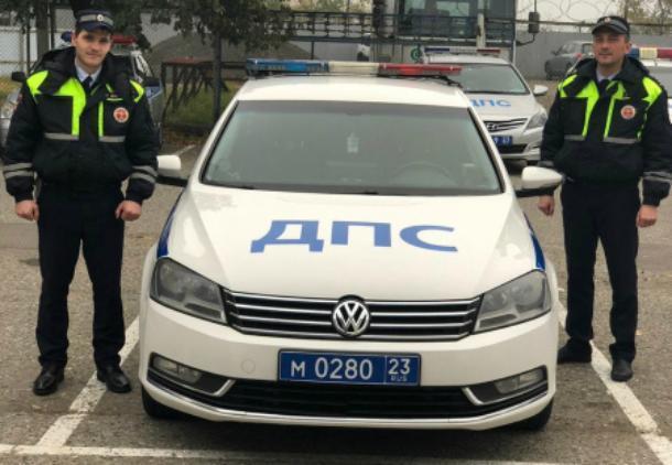В Краснодаре инспекторы ДПС сопроводили беременную женщину в роддом