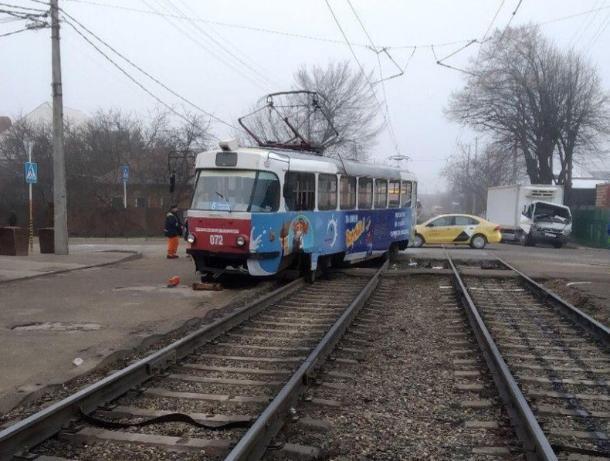 Трамвай и грузовик столкнулись в Краснодаре