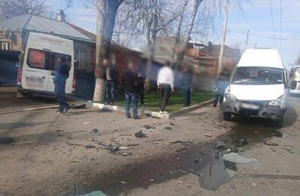 На Кубани в массовом ДТП со «скорой» один человек погиб и четверо пострадали