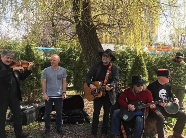 Группа «Аквариум» выступила на улице в Краснодаре