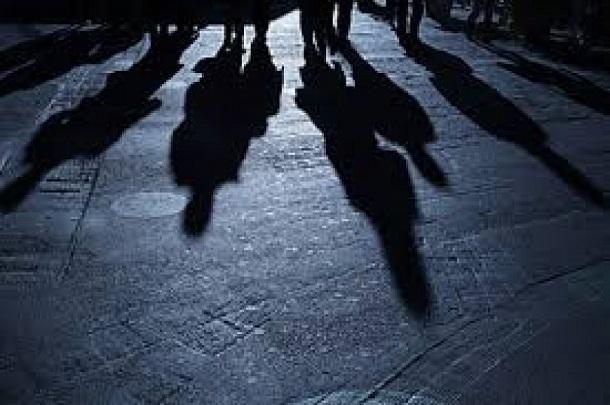 В центре Краснодара неизвестные догнали мужчину на иномарке и избили его