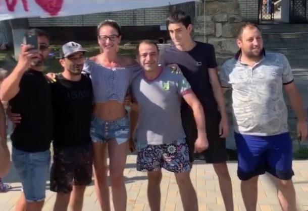 Ольгу Бузову в Анапе остановили фанаты