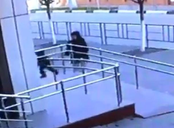 В Геленджике женщина, толкнувшая малыша на кражу, стала героем Интернета