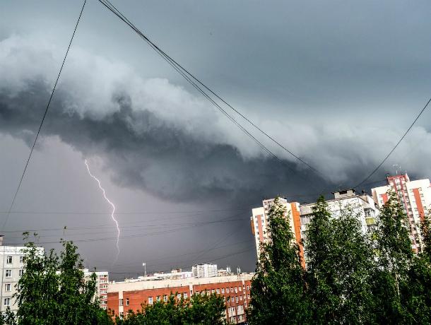 ВЮжно-Сахалинске объявлено штормовое предупреждение