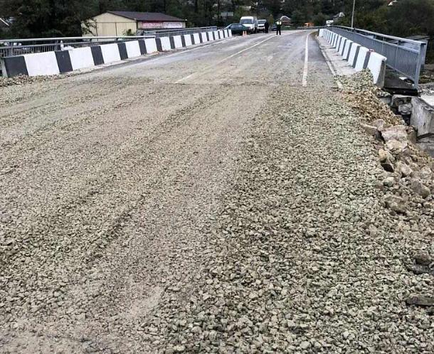 В Туапсинском районе восстановили движение через разрушенный от наводнения мост