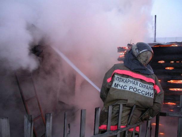 В Краснодаре произошел пожар в частном доме, обрушилась кровля