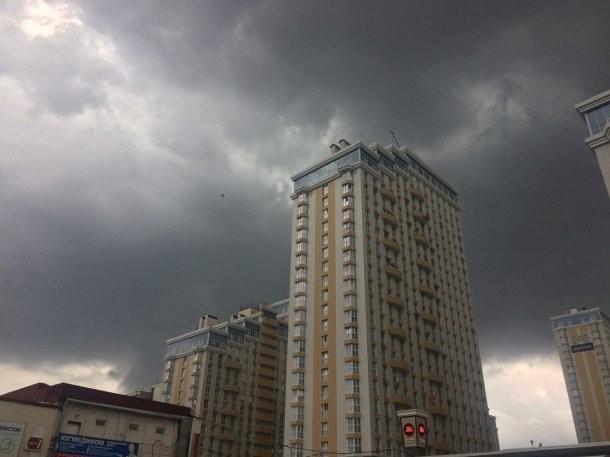 О сильных дождях с градом и грозой предупредили в МЧС Кубани