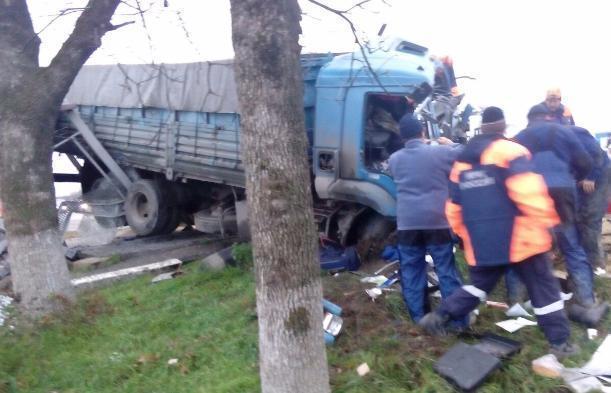 Два человека погибли в итоге столкновения фургонов наКубани