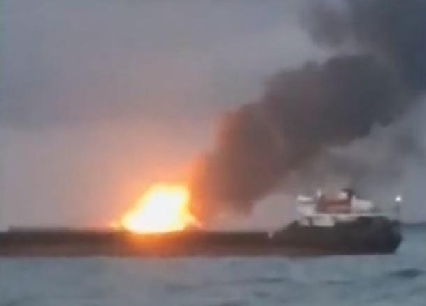 Загоревшиеся суда в Керченском проливе были на нелегальной якорной стоянке
