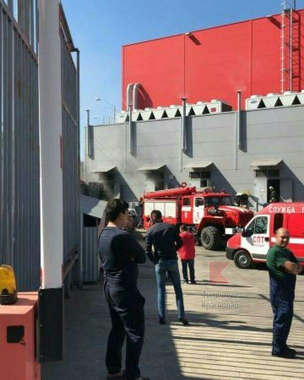 В Краснодаре пожар вспыхнул в гипермаркете «Магнит» на Дзержинского