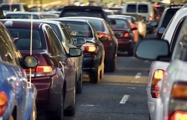 В Краснодаре на Северных мостах закрыли проезд