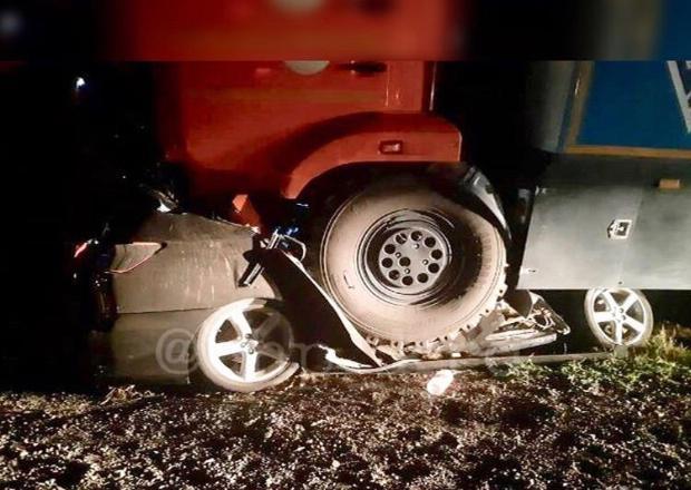 В жутком ДТП на Кубани КамАЗ раздавил водителя иномарки