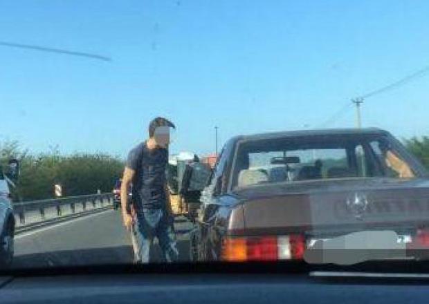 Под Краснодаром мужчина пытался «уладить» дорожный конфликт топором