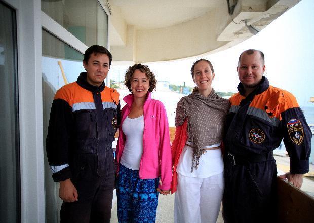В Сочи спасатели эвакуировали пассажирок попавшего в шторм судна
