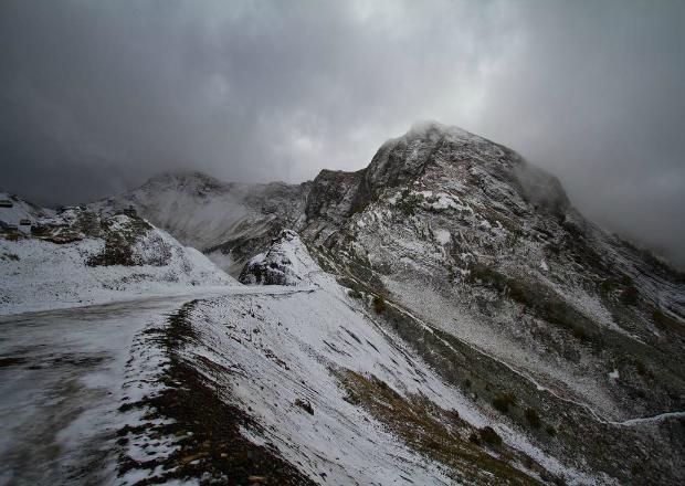 В горах Сочи выпал первый снег на отметках ниже 2 тысяч метров