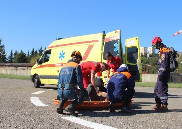 Сочинские спасатели эвакуировали травмированного пастуха с горы Фишт