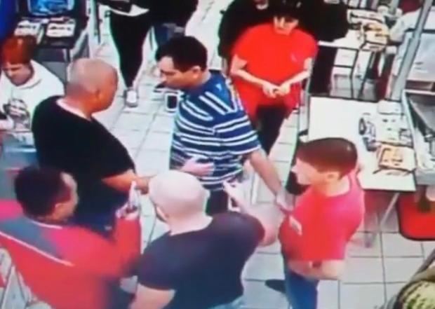В Сочи магазинные грабители избили охранника