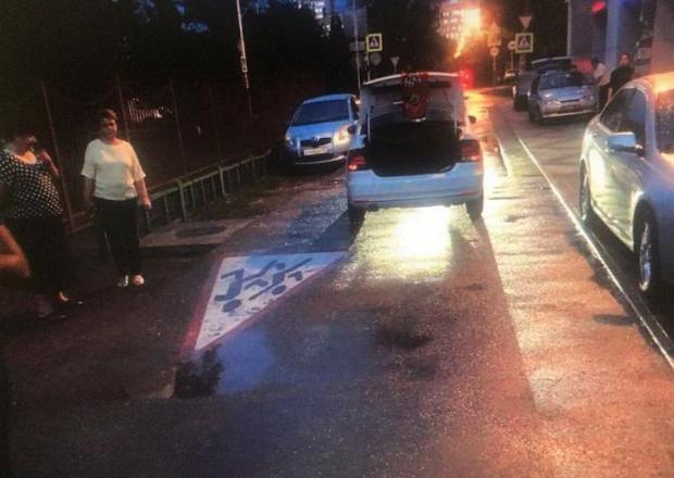 В Краснодаре 8-летняя девочка попала под колеса иномарки
