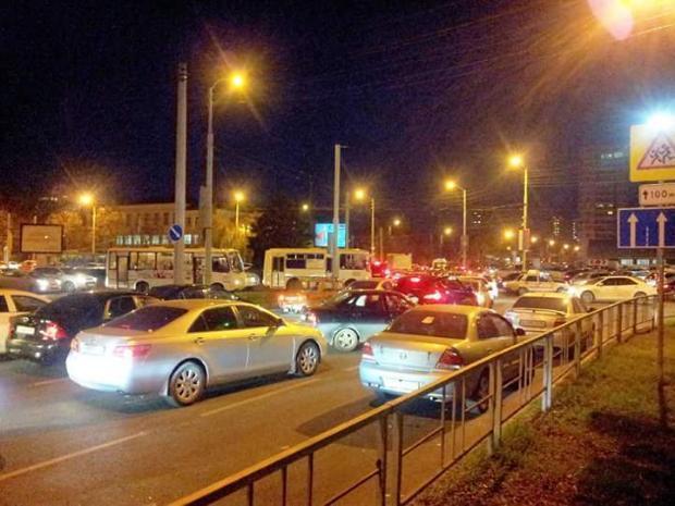 Мэр Краснодара рекомендовал убрать днем пробки и грузовики из города