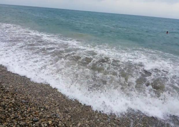 Катамаран с людьми унесло в море в Сочи
