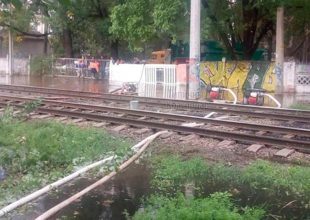 На улице Клинической в Краснодаре из-за прорыва канализации не будут ходить трамваи