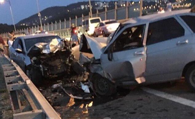 Отечественный автомобиль столкнулся с иномаркой в Сочи: Есть жертвы