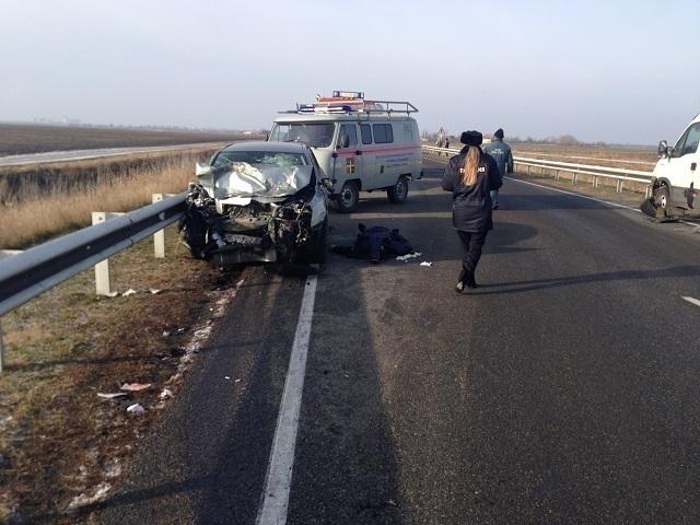 На Кубани столкнулись три машины, один человек погиб