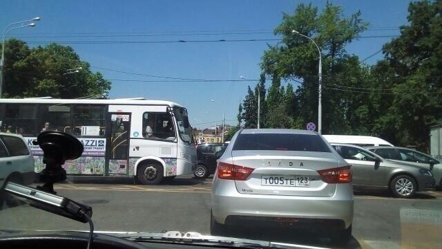 Не помогла избежать заторов новая «вафельная» разметка в Краснодаре