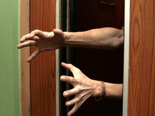 Житель Краснодара пытался застрелить девушку в лифте