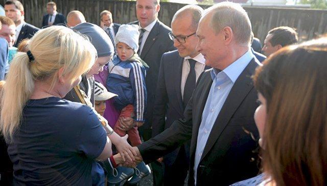 Путин подарил путевку вСочи жительнице ижевского барака