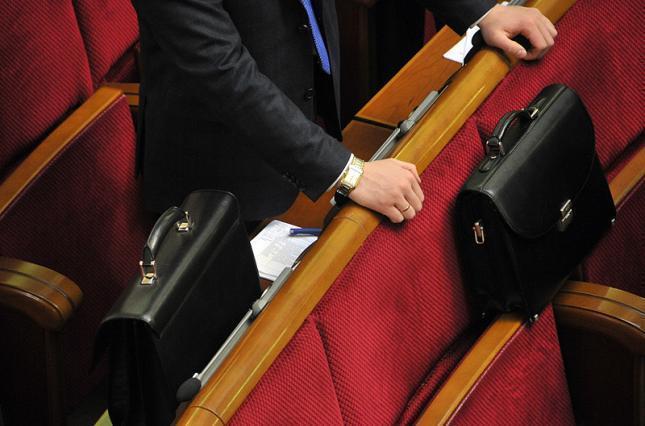 Два кубанских депутата скрыли более миллиона рублей, дома и 16 банковских счетов