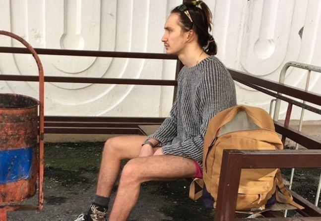 Гуляющим по Сочи голым мужиком оказался 20-летний житель Лабинска