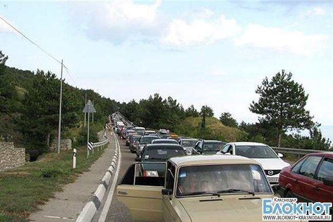 На Керченской переправе люди перевернули машину депутата