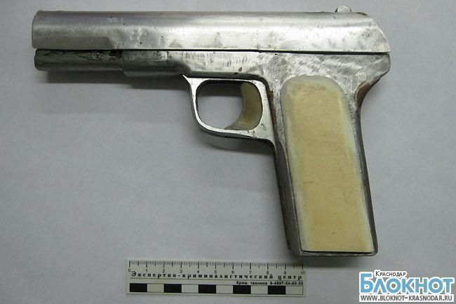 На Кубани у жителей Крыловского района изъяли два самодельных пистолета