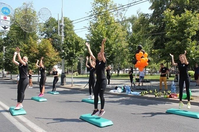Зарядку и фитнес-танцы проведут в Краснодаре на выходных