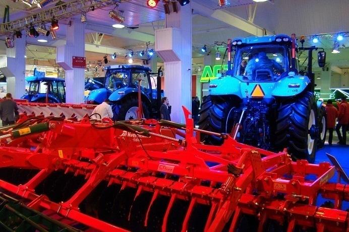 Гостей «Югагро» в Краснодаре встречали роботы и неоновые тракторы