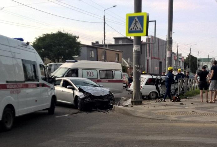 Помощь спасателей потребовалась пострадавшим в ДТП краснодарцам