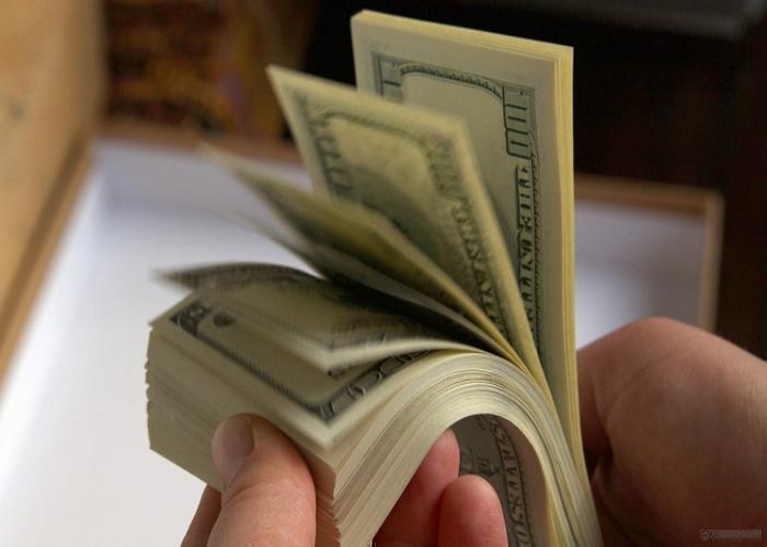 В Темрюке наемный рабочий украл из сарая 7 тысяч долларов