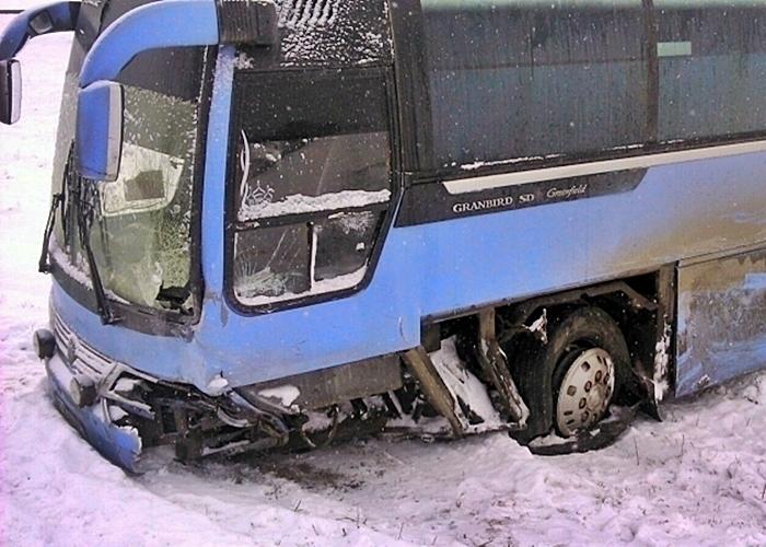 Под Краснодаром при столкновении срейсовым автобусом погибла пассажирка иномарки