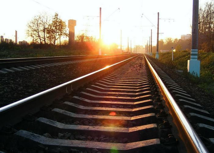 В Выселковском районе школьники построили на железной дороге остановку для роботов