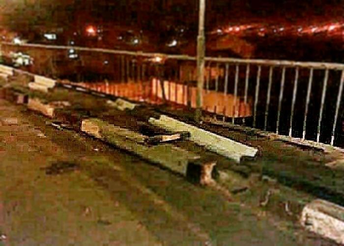 Джип с пассажиром рухнул с моста в реку на Кубани