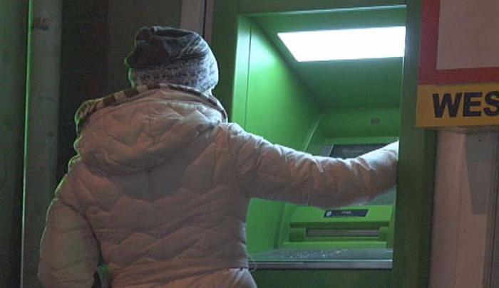 На Кубани девушка украла деньги с банковской карточки у больной пенсионерки