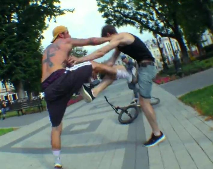 Наехал на пешехода и избил его велосипедист в Краснодаре